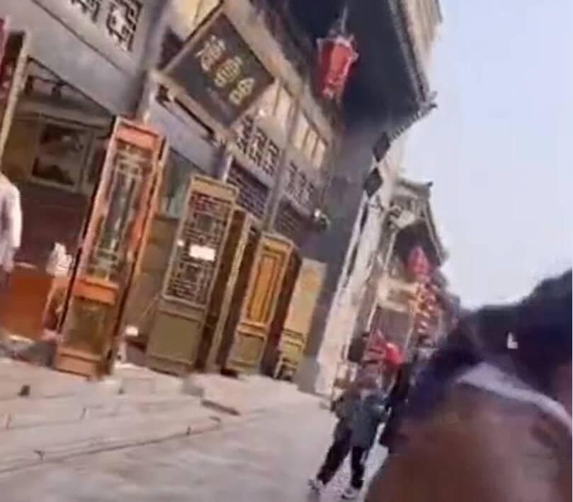 36秒丨山西平遥古城一店员与游客起冲突 文旅局:当事人已报警 目前正在协商处理