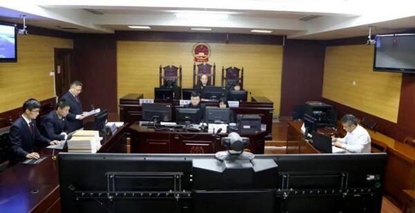 菏泽市立医院原党委委员何东方贪污受贿一案公开审理