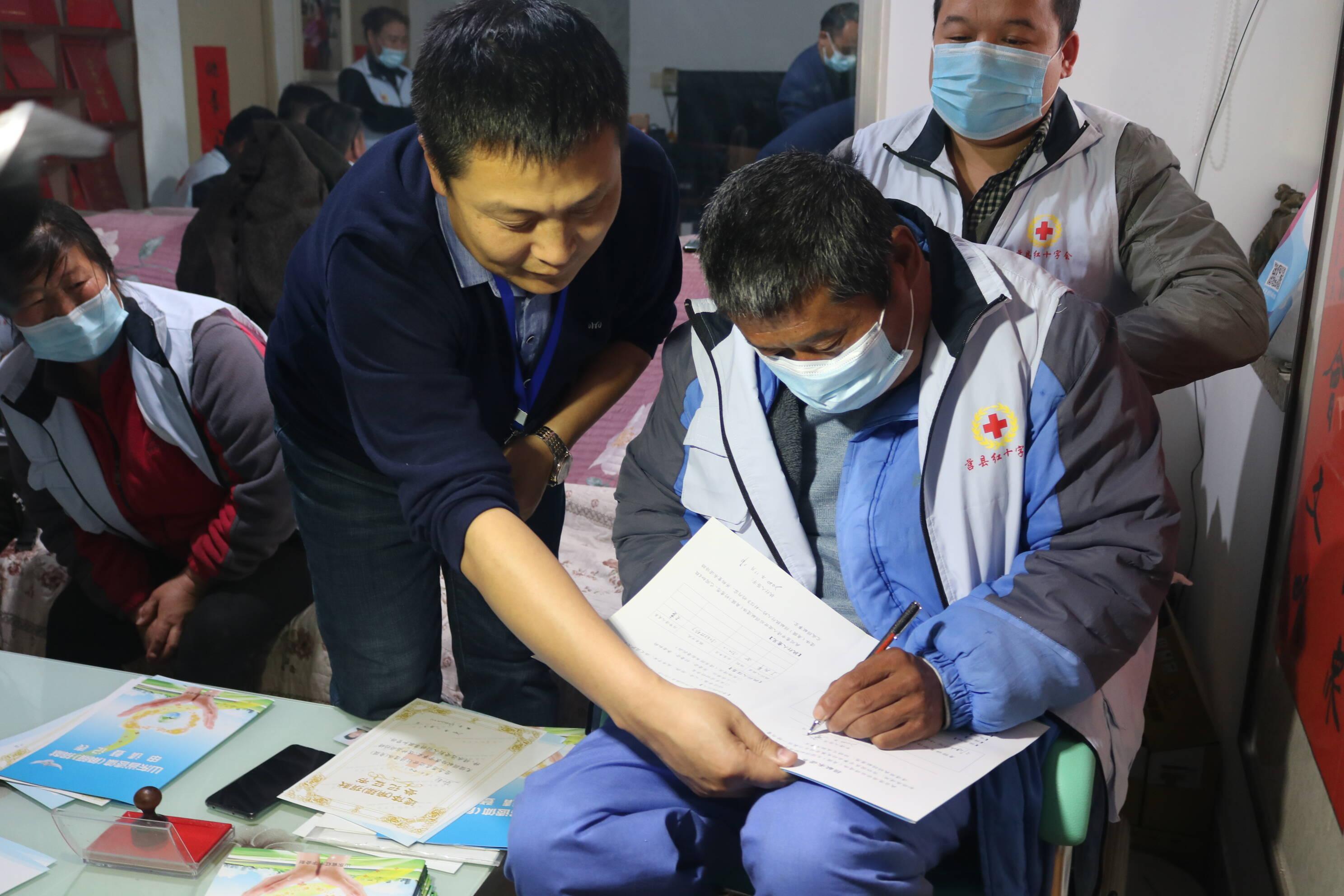 26秒丨送出生命礼物!莒县10名志愿者集体签订遗体角膜捐献登记