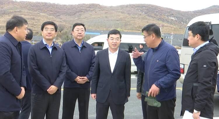 张海波现场督导西部环山路通车情况及冬季森林防火工作