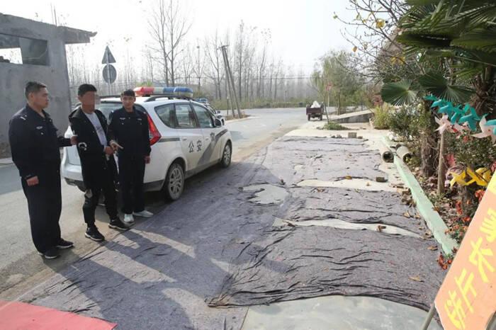 """临沂:男子拉车门盗窃被抓现行 竟谎称""""我是派出所的"""""""