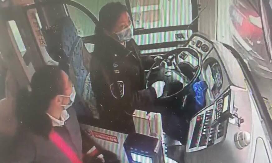 31秒丨暖心!济南公交司机送乘客口罩解燃眉之急,乘客专程找来表谢意
