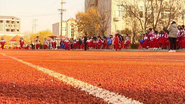 47秒丨大大改善校园环境!阳信这个学校投资300万建成高标准塑胶运动场