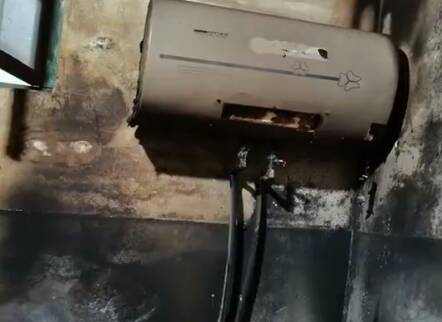 """潍坊寿光一市民家中电热水器突然起火 生产厂家竟显示""""已注销""""?"""