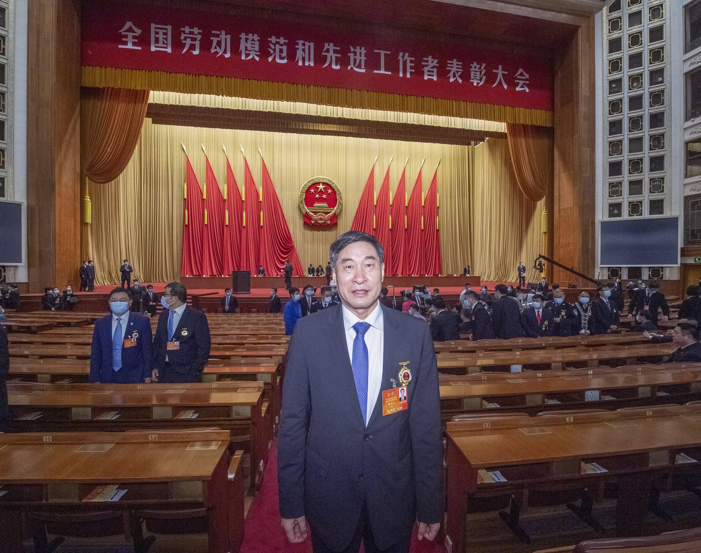 青岛啤酒党委书记、董事长黄克兴获全国劳动模范荣誉称号