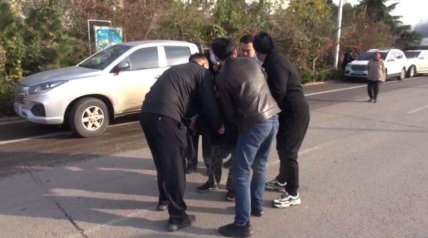 61秒|12人被刑拘!滕州警方打掉一强拦婚车索要钱财犯罪团伙