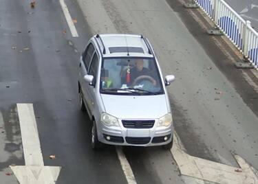 47秒|撞人后逃逸!聊城高唐交警发布协查通报,寻找这辆银灰色电动四轮车车主