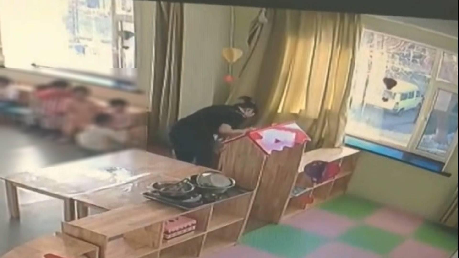 最新|吉林长春一幼儿园老师虐待不吃饭男童续:涉事教师被解聘 警方正在调查