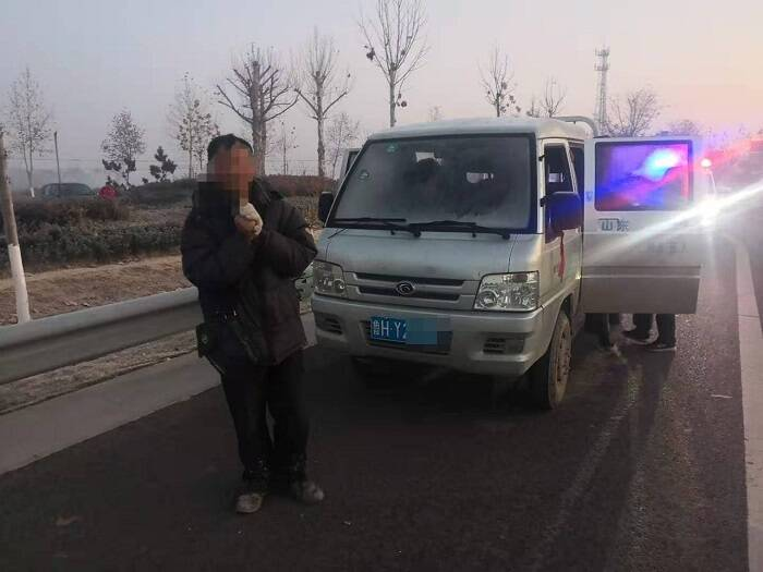 淄博高青:货车超载7人  民警倒查工地找线索