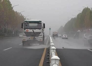 53秒|防道路结冰!聊城城区开启冬季洒水模式 5℃以下暂停作业