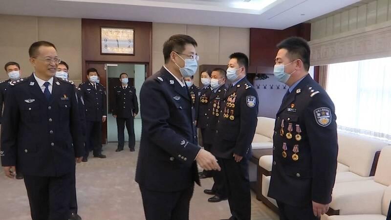 """范华平会见全国公安""""百佳刑警""""山东省获选民警"""