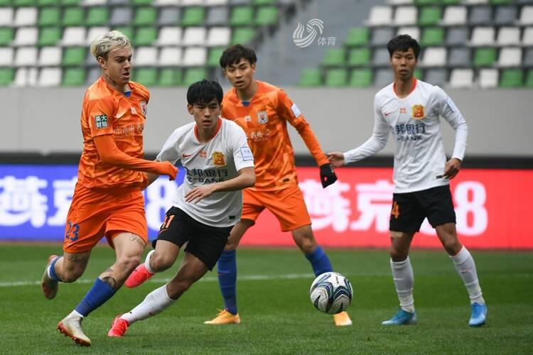 刘洋远射中柱费莱尼破门 鲁能1-0卓尔晋级足协杯决赛