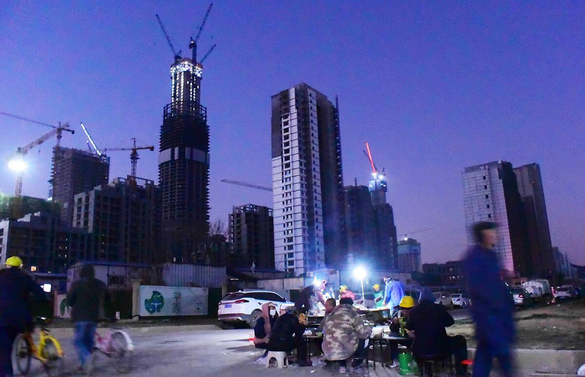 影像力|鏡頭記錄城市建設者:繁忙的濟南CBD,從工人一頓熱騰騰的早餐開始