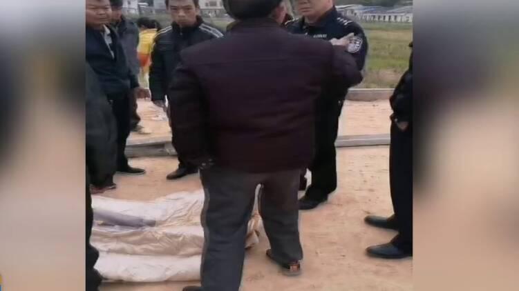 60秒|廣東梅州70歲老人勸架被踢倒后不幸身亡