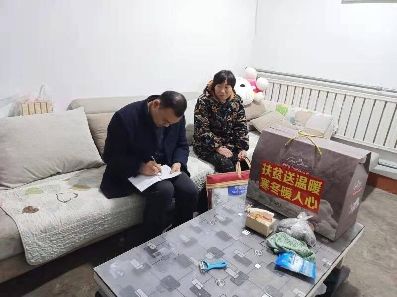 枣庄高新区兴城街道开展过暖冬遍访扶贫户活动