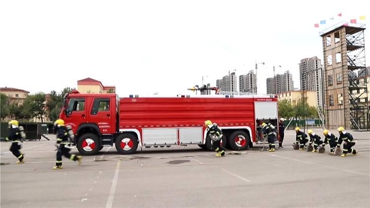79秒丨大门开暖人心!胜利应急救援中心主动为东营市民开放停车场
