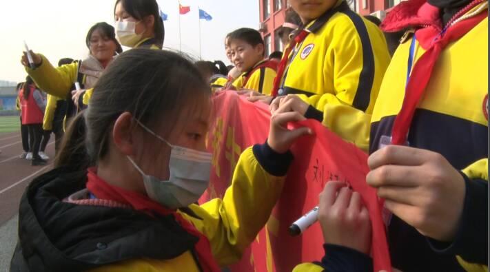 """47秒丨小手拉大手,禁燃烟花爆竹!看枣庄市中区小学里的""""环保课"""""""