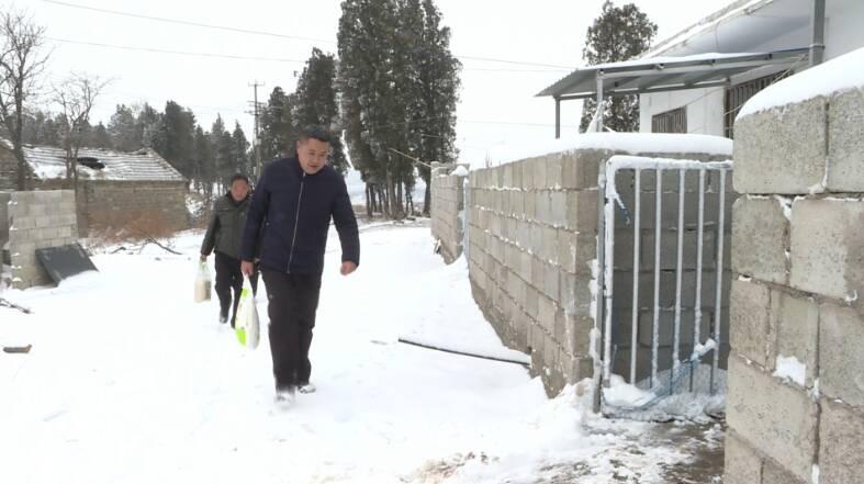 36秒丨屋外风雪侵袭,屋内暖意融融!省派枣庄第一书记情暖困难群众