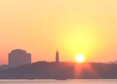 32秒丨霞光万道美不胜收!威海大乳山下共赏海边日出