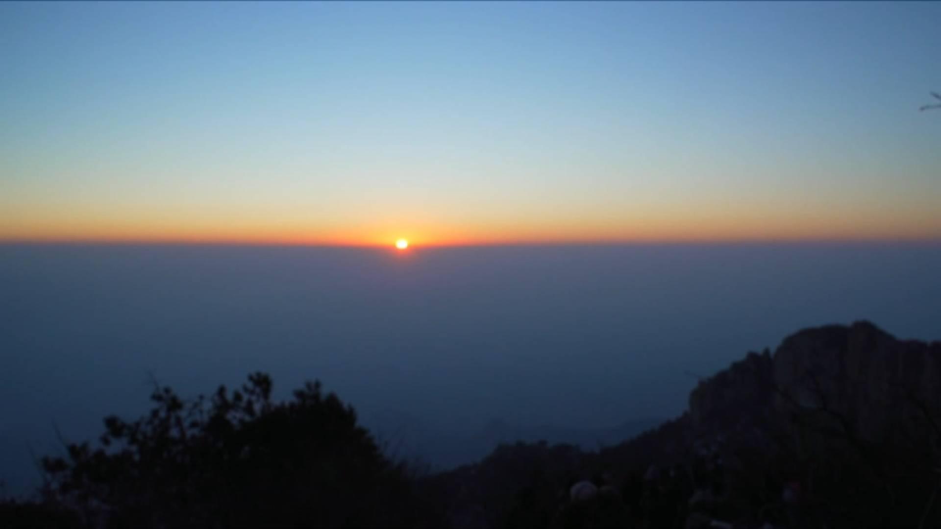 你好2021丨岱岳登顶!闪电新闻在泰山带你拥抱新年第一缕阳光