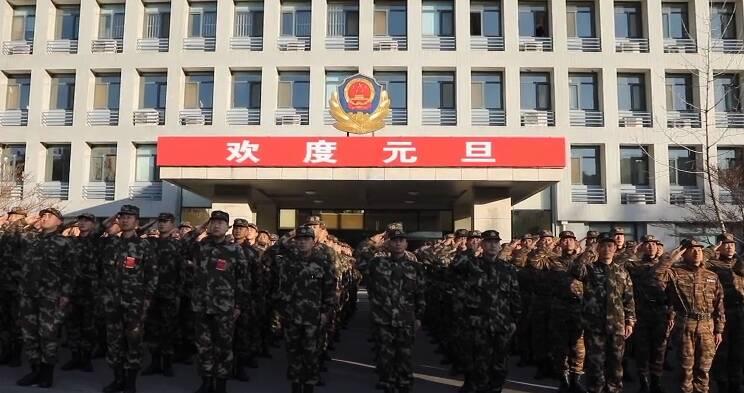 72秒丨500名武警官兵在济南举行元旦升旗仪式
