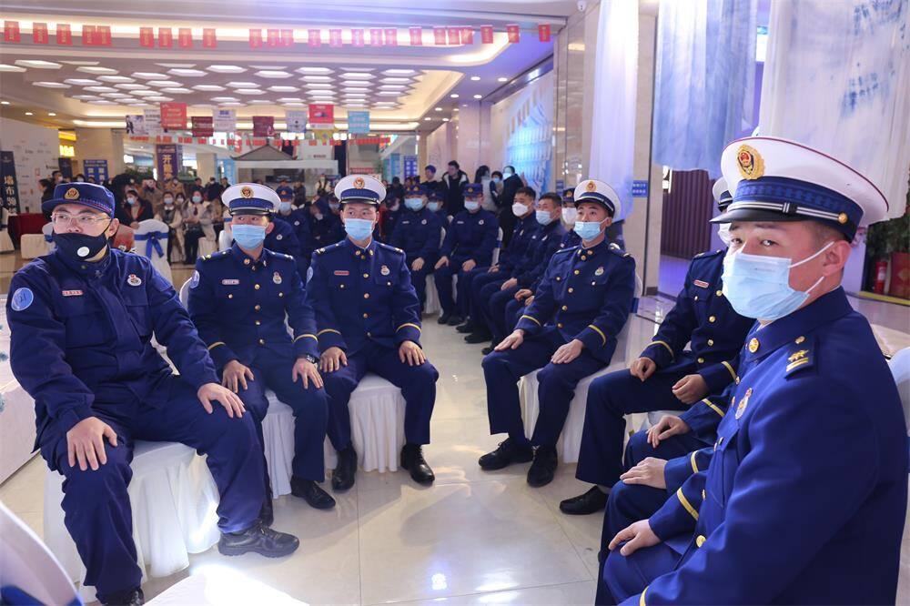 组图|威海消防举办元旦公益交友派对活动