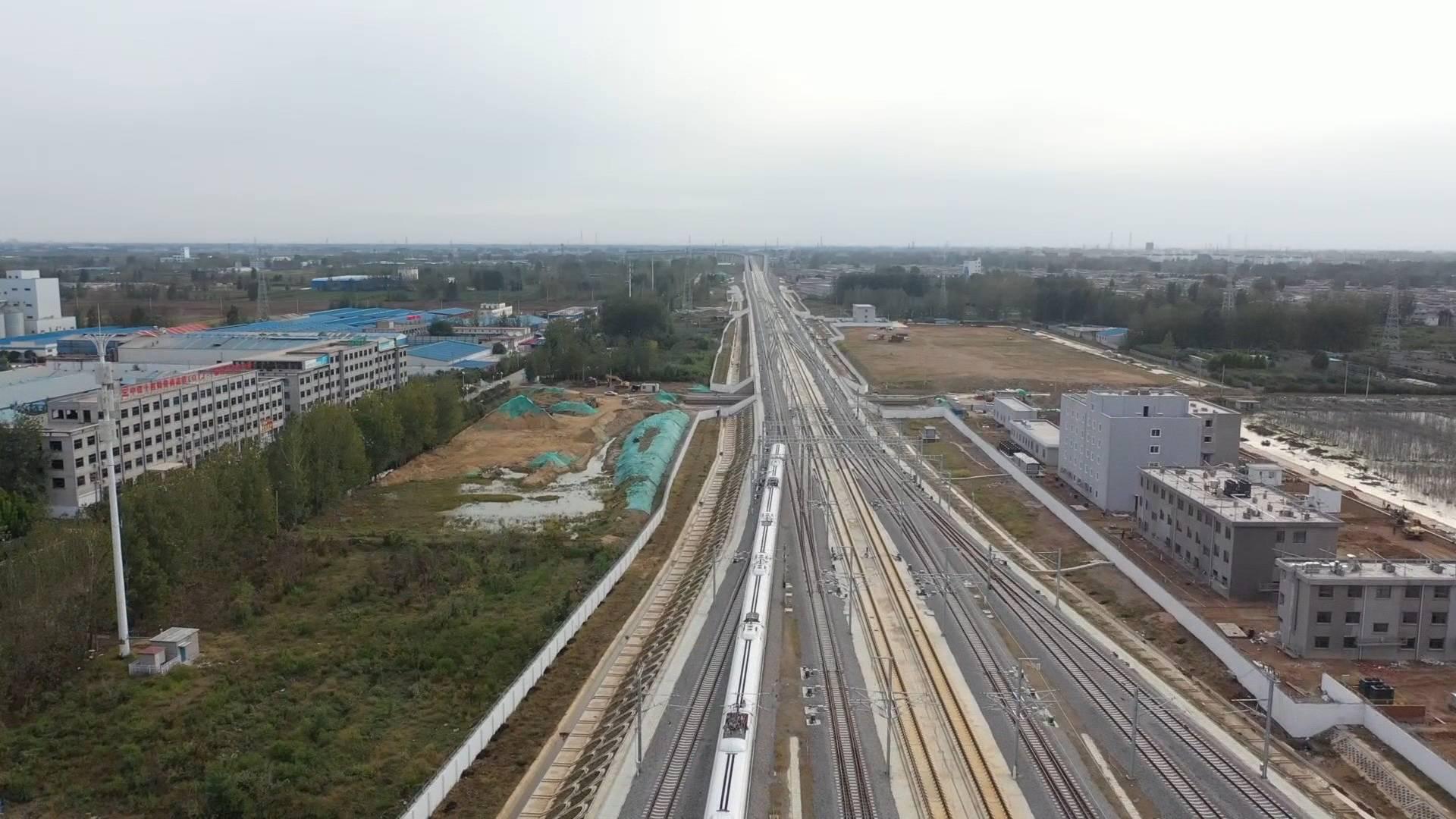 山东元旦假期公路铁路运行平稳 去年下半年新增15条高速缓解交通压力