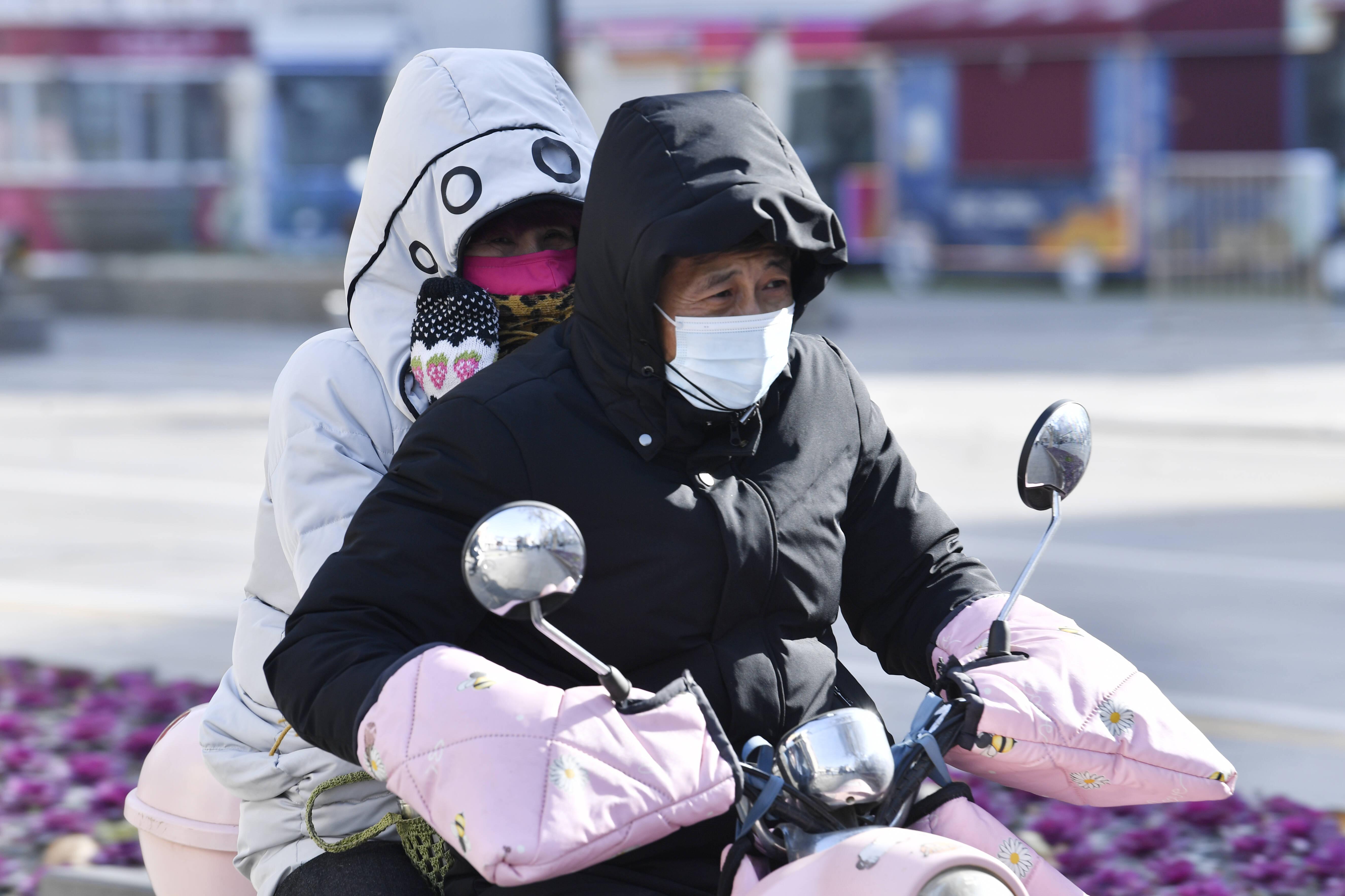 """组图丨""""最抗冻""""装备纷纷""""上线""""!济南正迎来强冷降温天气"""