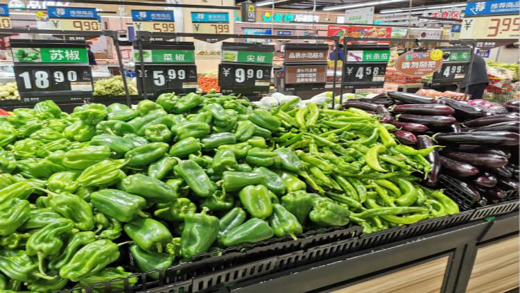 46秒│寒潮来袭 潍坊市区各大商超水果蔬菜供应充足价格稳定