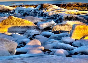 日照任家台村礁石公园:寒潮来袭 美景如画