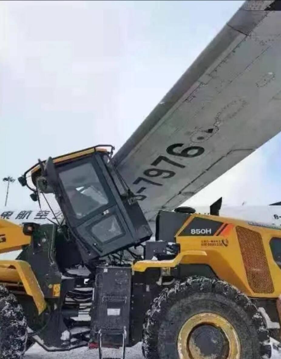 烟台机场作业车剐蹭飞机续:未造成人员伤亡 民航监管局正在连夜调查