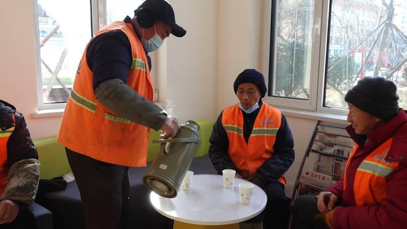 40秒丨热水、微波炉、空调 !寒潮天气日照雷锋驿站温暖室外工作者