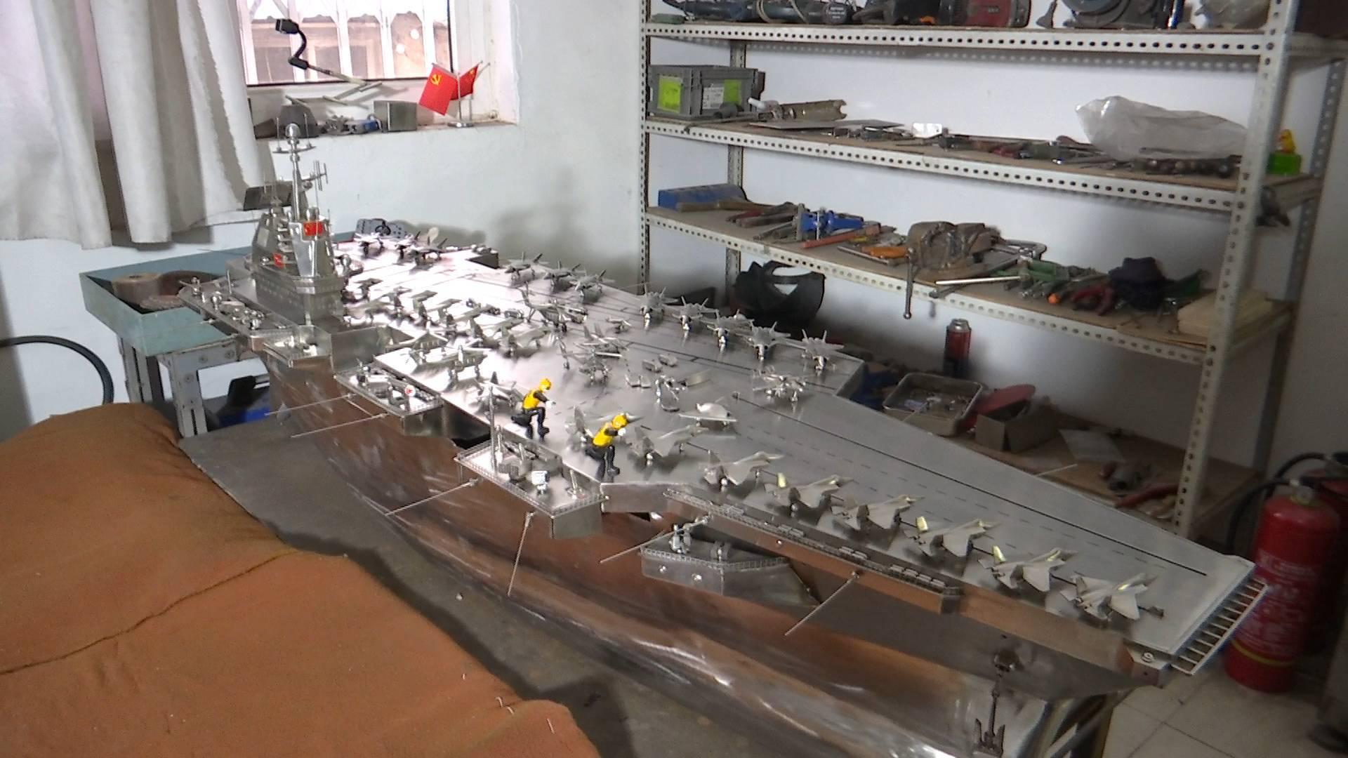 160秒|烟台小伙自制能下水的全不锈钢航母模型 仅一架飞机就得做1天