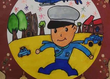 萌娃萌语送祝福 潍坊峡山警宝们拿起画笔描绘警察蓝