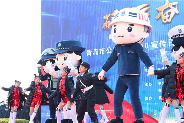 """""""110宣传日""""青岛卡通警察形象发布  """"平平""""""""安安""""首次亮相"""