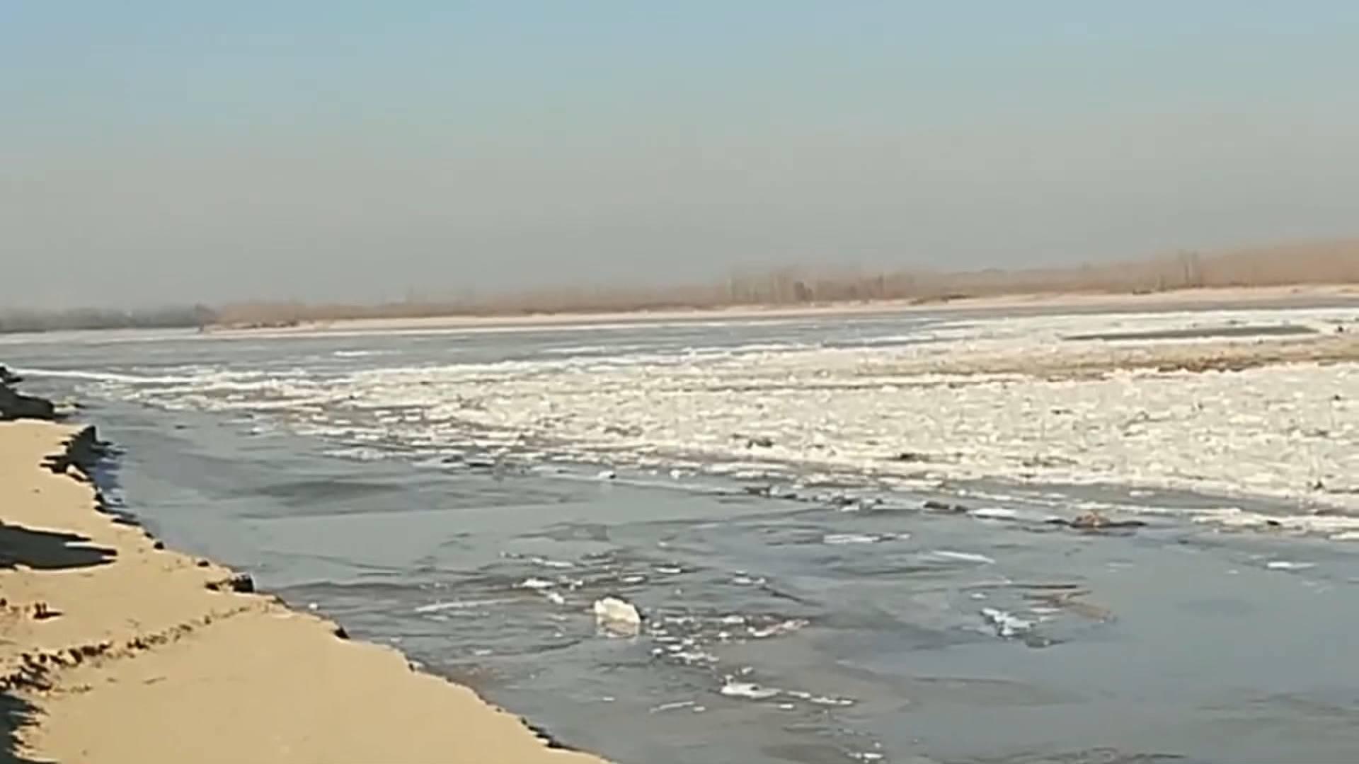 60秒 黄河山东段本年度首次封河!层层冰凌连绵不断