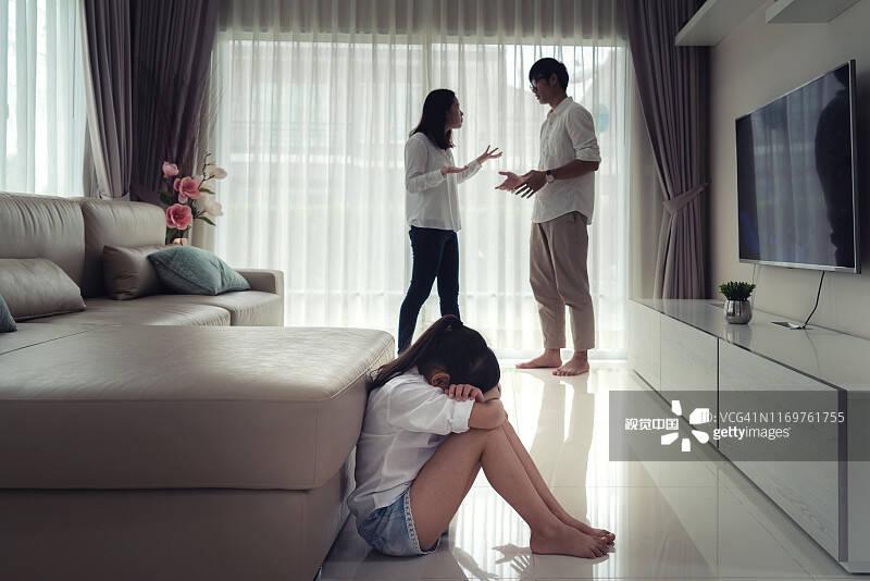 平阴法院适用民法典及解释第一案! 离婚后,父母轮流直接抚养子女