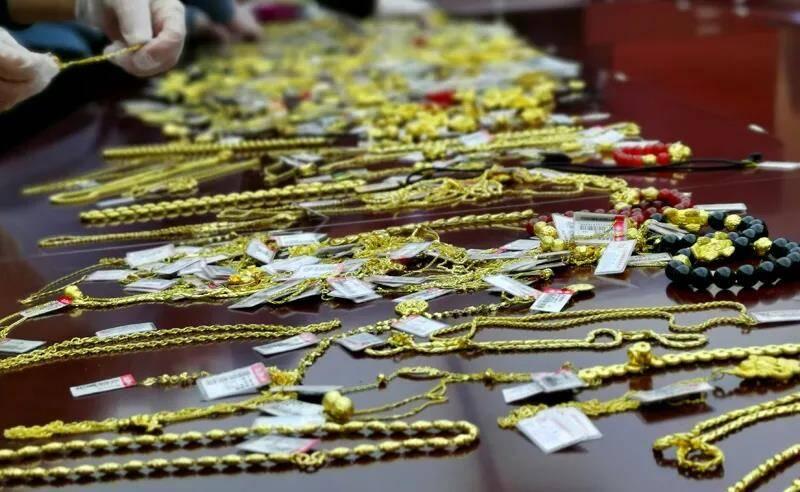 失窃千余件、价值300余万元!聊城警方10小时破获特大盗窃黄金首饰案
