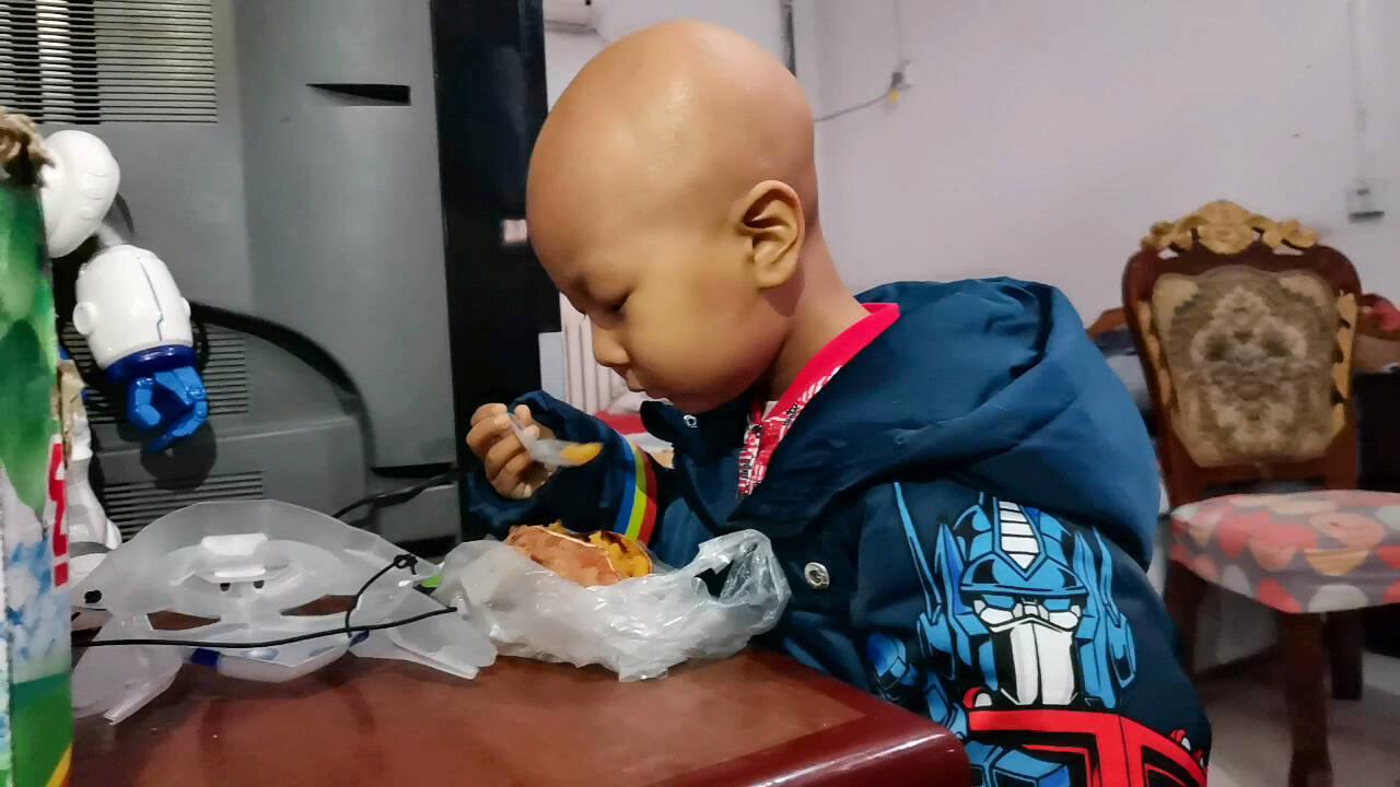 5岁患癌男孩需尽快切除头部肿瘤 在室内能完成的愿望均已实现