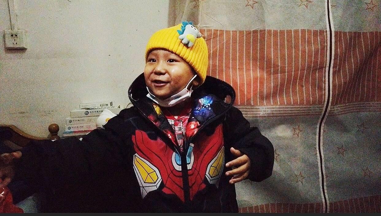 闪电公益|5岁患癌男孩预计24日返回病房继续化疗 目前已与北京天坛医院取得联系