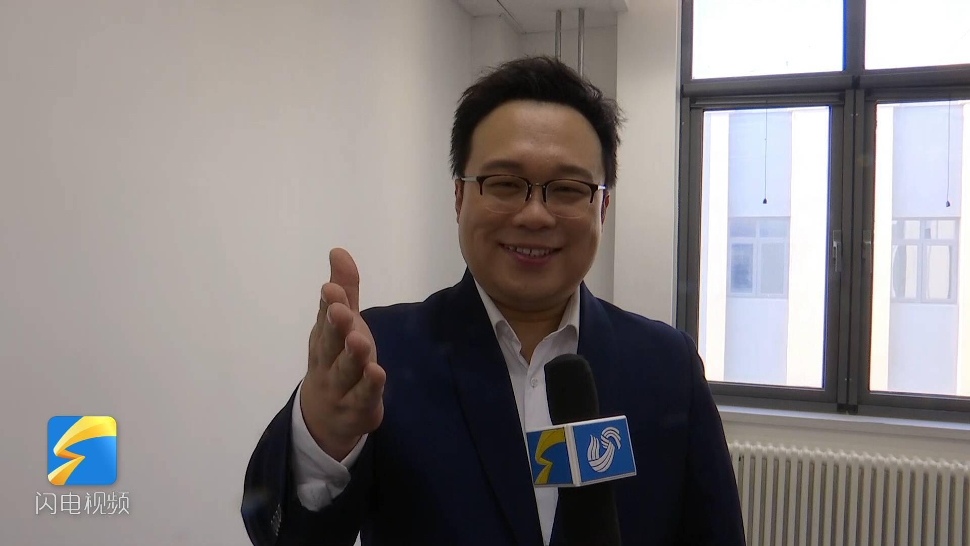 16秒丨山东广播电视台新闻频道上线 歌手李鳌送上祝福