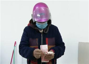 26秒丨潍坊田家经济专业合作社发放现金120万元 股民连续20年领到福利