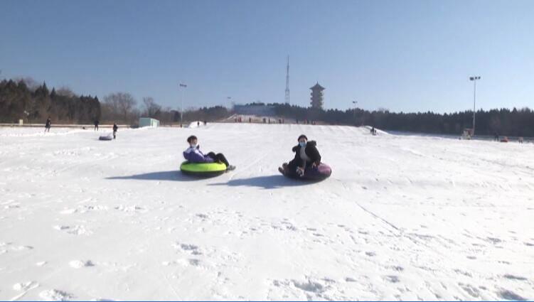 36秒|体验雪场速度激情  冬日滑雪场成安丘市民游客打卡地
