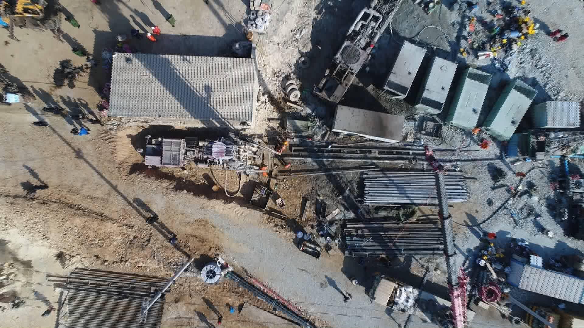 栖霞金矿事故救援现场最新进展:正在施工的9号钻孔将进行生命探测