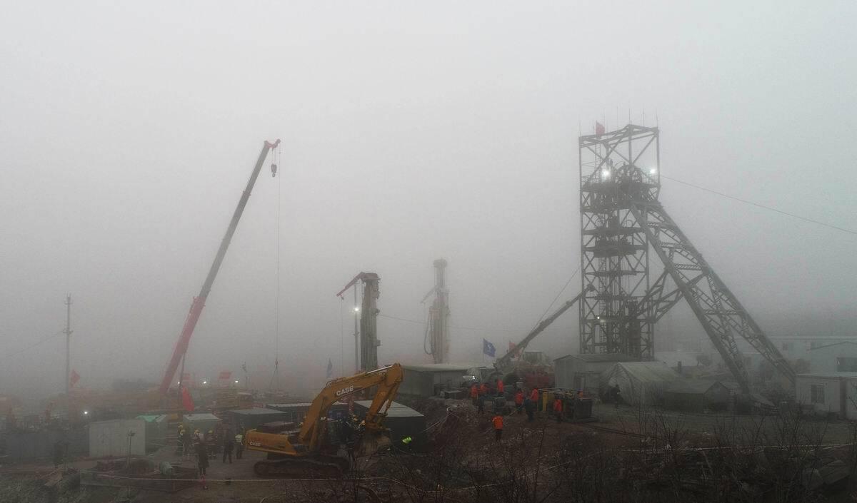 影像力|新生命救援通道10号钻孔套管固井进行时 栖霞金矿事故救援在大雾中持续推进