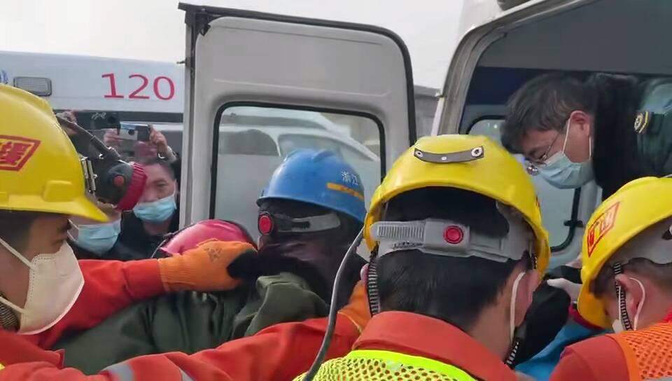 栖霞金矿事故救援最近进展:已有9名矿工成功升井!