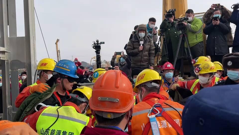 栖霞金矿事故救援最近进展:已有11名矿工成功升井!