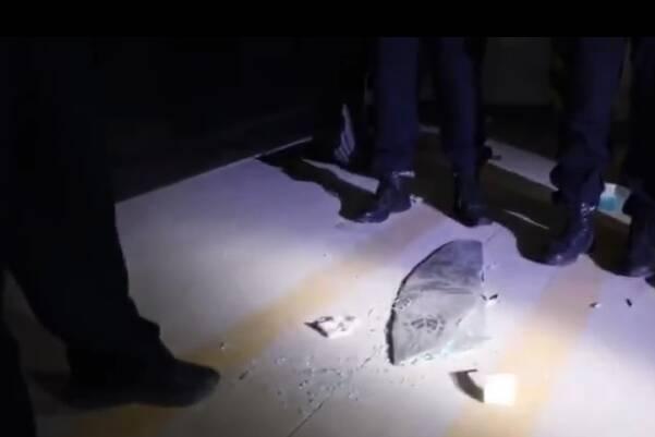 43秒 | 小区十几辆汽车玻璃一夜被砸 聊城警方68小时破案