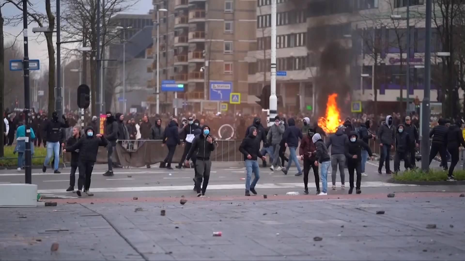 61秒|荷蘭多地反宵禁示威演化為暴力沖突 首相呂特:暴力行徑將按犯罪處置