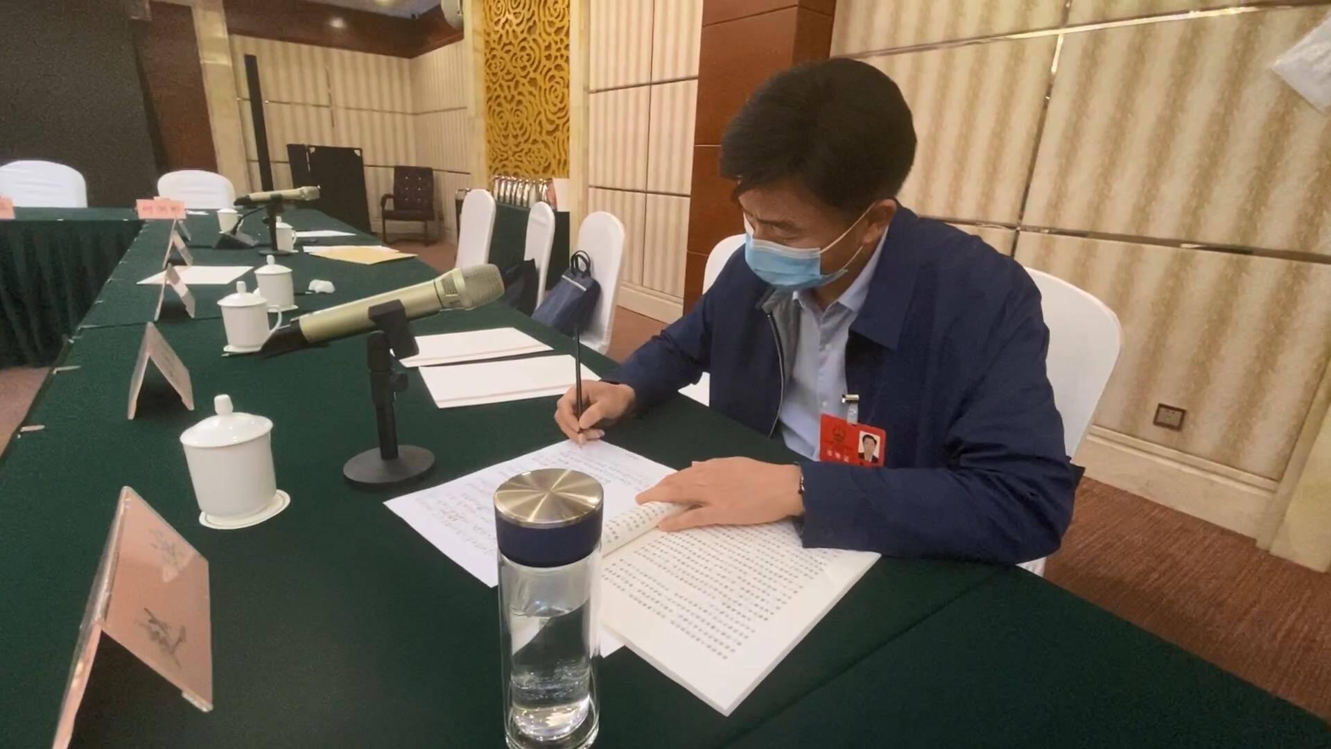 聚焦2021山东两会 省人大代表赵滨:建议机关事业单位和国有企业带头安置残疾人就业